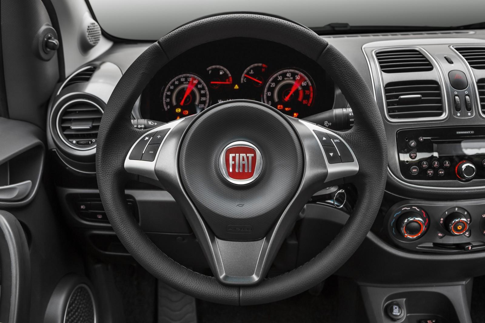 Fiat apresenta linha 2017 do grand siena motor show for Fiat attractive 2016