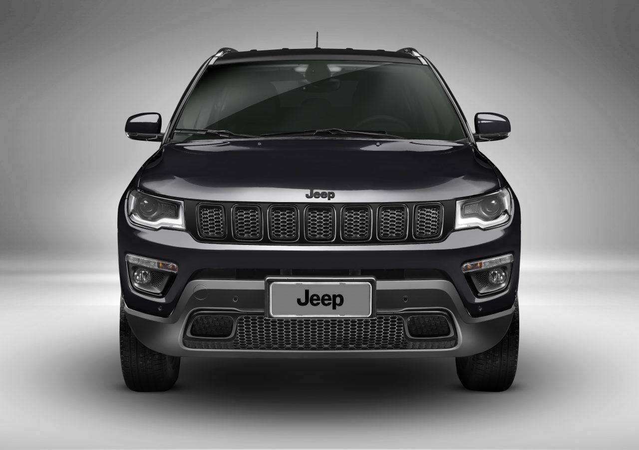 Jeep também aposta no preto básico para o Compass