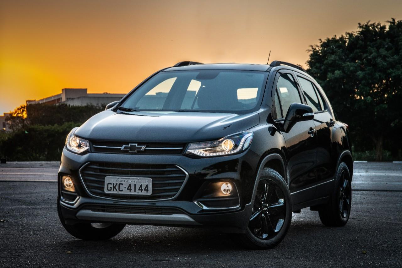 Chevrolet Tracker Midnight chega em outubro com visual ...