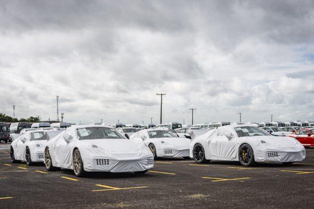 """Porsche 911 GT2 RS """"naufragados"""" são entregues no Brasil"""