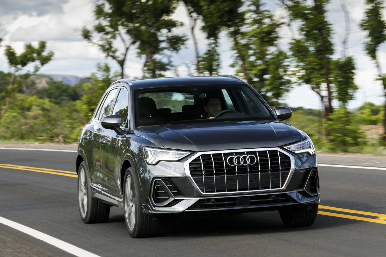 Impressoes Audi Q3 Evolui Em Construcao E Tecnologia Mas Aqui Ficara Devendo Novo Motor 1 5 Motor Show