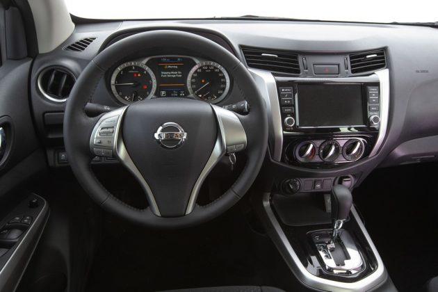 Interior Nissan Frontier Attack