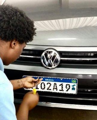 Prazo para licenciamento de carros com placa final 0 termina este mês