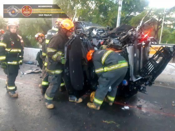 O motorista que destruiu o Porsche Cayenne na ponte Cidade Jardim, na ZOna Sul de São Paulo, na madrugada do último domingo, responderá por embriaguez ao volante