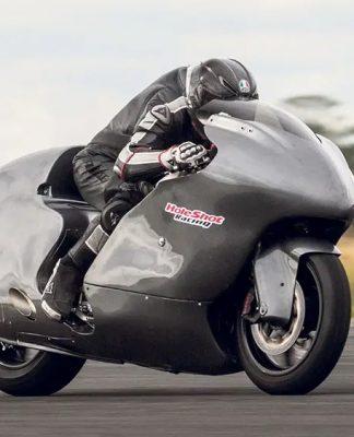 Piloto Guy Martin bateu recorde de velocidade em moto