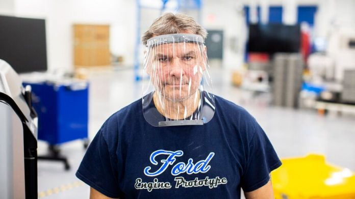 Respirador hospitalar da Ford usa ventoinha da F-150 e máscara dos funileiros da montadora