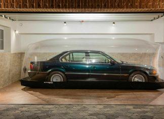O BMW guardado em bolha que está sendo leiloado