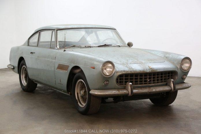 A rara Ferrari 250GTE 1961 que ficou abandonada em uma garagem durante anos