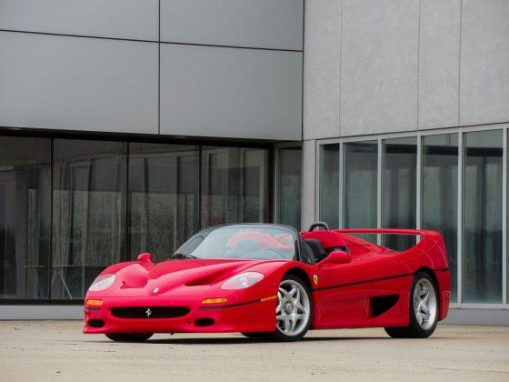 A Ferrari F50 1995 que pode ser vendida por R$ 15 milhões