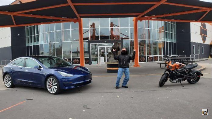 Moto elétrica da Harley tira racha com Tesla