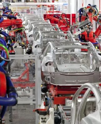 A Tesla de Elon Musk vai cortar os salários de executivos em 30% durante a pandemia do cornonavírus