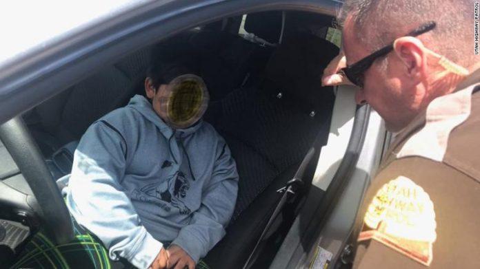 Foto da polícia de Utah mostra o menino que foi parado dirigindo uma SUV enquanto tentava comprar uma Lamborghini