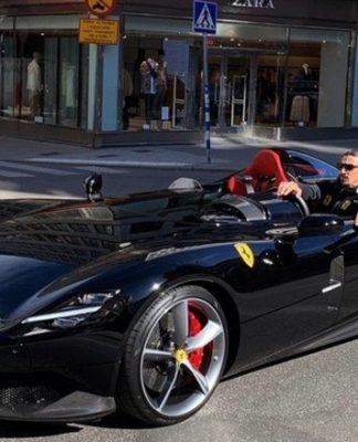 Ibrahimovic e sua raríssima Ferrari SP2