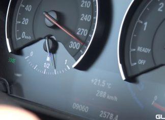 Velocímetro mostra carro atingindo 290 km/h em rodovia; polícia caça motoristas que fazem vídeos de infrações