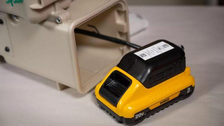 Respirador hospitalar da Ford utiliza bateria de 20v retirada de ferramentas maunais elétricas da linha de montagem