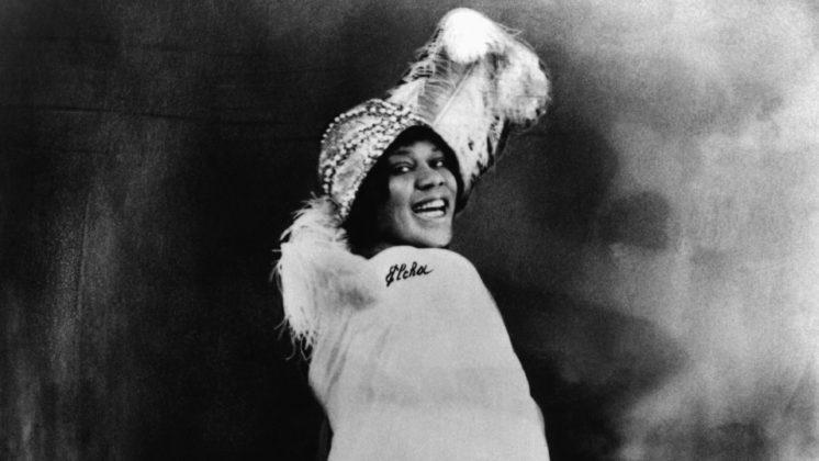 Imperatriz do Blues, Bessie Smith até hoje é considerada uma das vozes mais encantadoras e poderosas do jazz; morreu em 1937