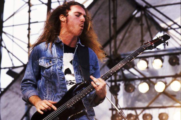 Cliff Burton foi o penúltimo a entrar na chamada formação original do Metallica e o responsável pelo salto qualitativo na sonoridade da banda; morreu em setembro de 1986 em acidente envolvendo o ônibus da turnê