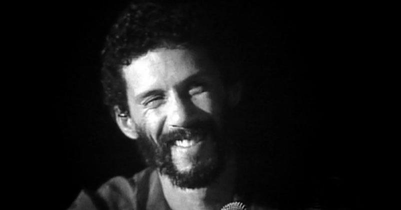 Filho do Rei do Baião, Luiz Gonzaga, Gonzaguinha era já um grande nome da música brasileira quando morreu em 29 de abril de 1991; ele tinha 45 anos
