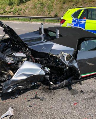 Lamborghini avaliado em R$ 1,3 milhão ficou destruído 20 minutos após compra