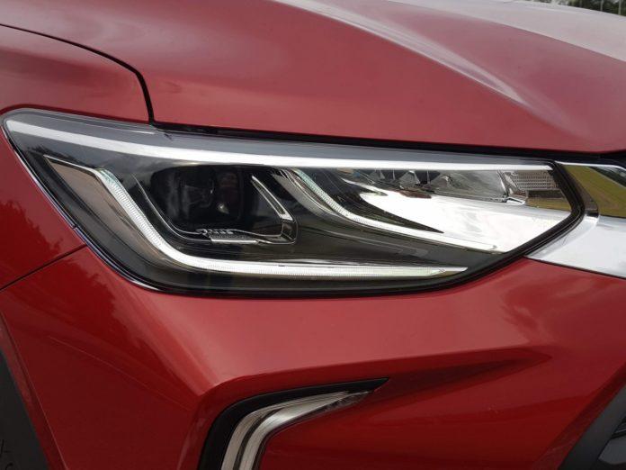 A partir de 2021, será proibido trocar o tipo de lâmpada do farol do carro
