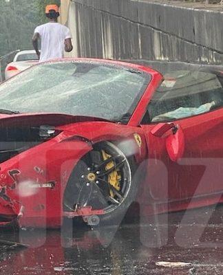 Foto mostra a Ferrari 488 de Lil Yatchy destruída após o acidente