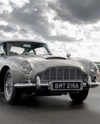 O Aston Martin DB5 de 007 tem arma e escudo e pode ser seu