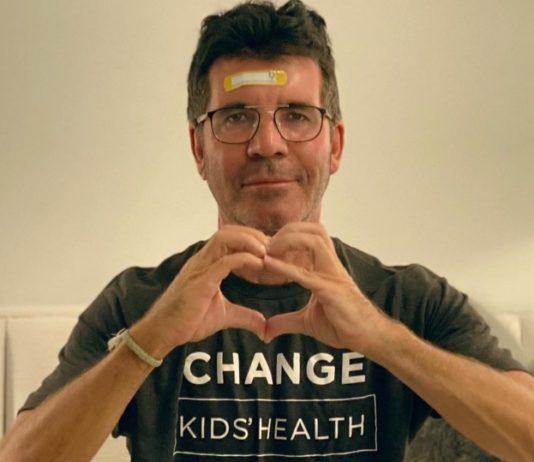 Simon Cowell do X-Factor sofreu fratura na coluna após acidente com bicicleta elétrica