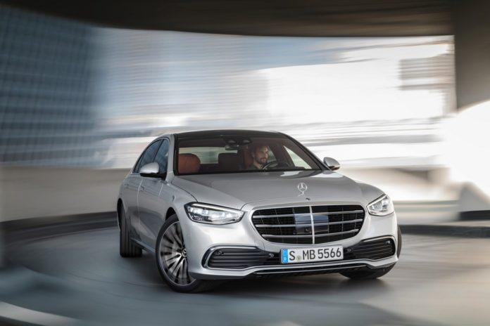 Mercedes Classe S ultratecnológico tem realidade aumentada e lê mentes de seus ocupantes