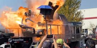 Picape explode motor