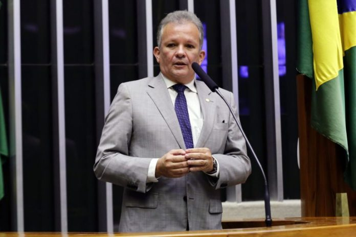 André Figueiredo (PDT-CE) quer mudar validade da CNH no Novo Código de Trânsito já aprovado