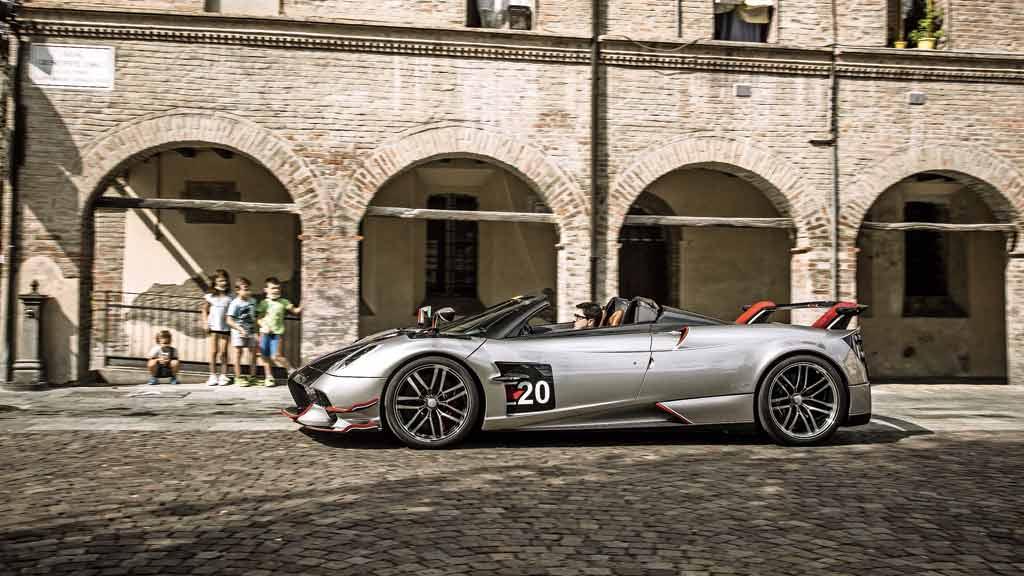 Avaliacao Por R 24 Milhoes E Com Motor V12 Pagani Huayra E Grito De Resistencia Contra Esportivos Eletricos Motor Show