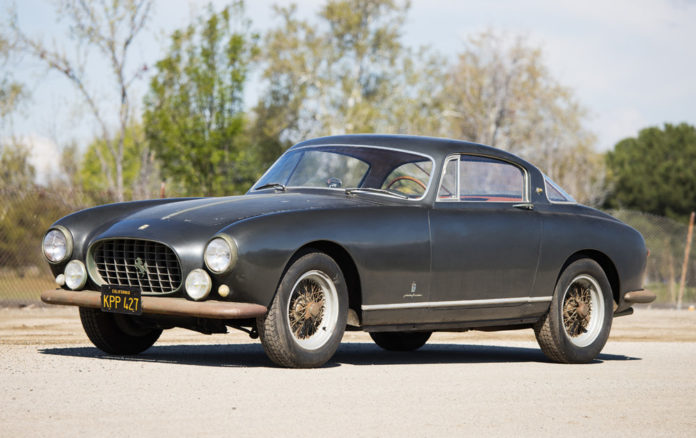 Ferrari que ficou abandonada por 55 anos deve atingir R$ 14 milhões em leilão