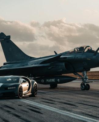 Bugatti Chiron disputa corrida com caça Dassault Rafale; veja o vídeo